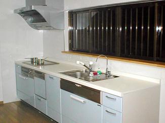 キッチンリフォーム 間取り変更で広く使いやすい空間へ