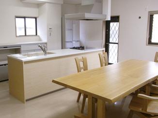 キッチンリフォーム 家族と会話のできる、広々キッチン
