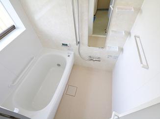 バスルームリフォーム 掃除しやすく足元がひんやりしない水まわり