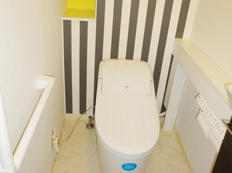 トイレリフォーム ストライプと黄色がアクセント。お洒落なトイレ空間が一日で完成!
